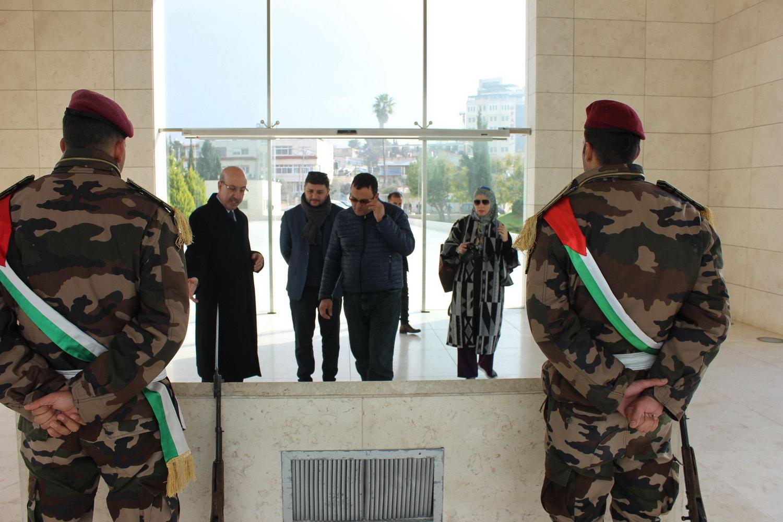 وفد صحفي ألباني يزور ضريح ومتحف ياسر عرفات