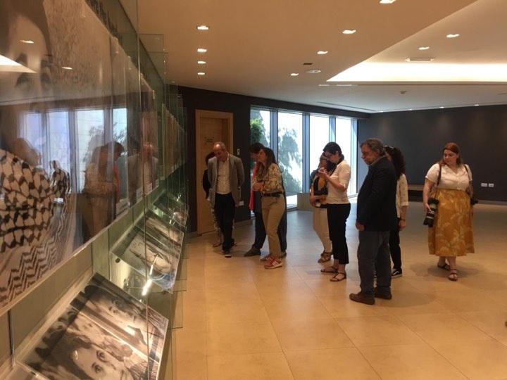 وفد إعلامي يوناني يزور متحف ياسر عرفات