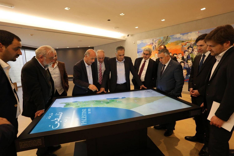 وزير الداخلية والحكم المحلي اليوناني بانوس سكورليتس يزور المتحف