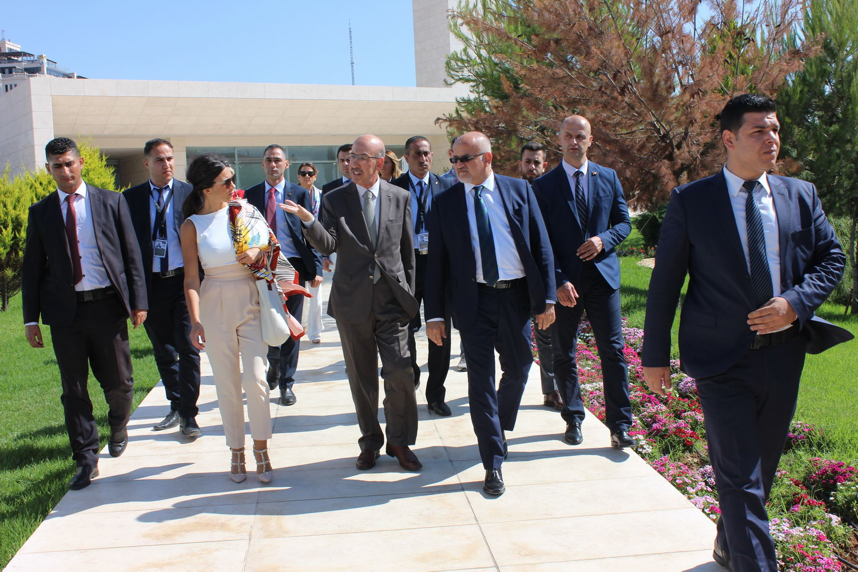 وزير خارجية الجبل الأسود يزور ضريح ومتحف ياسر عرفات