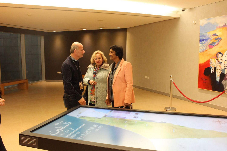 المفوض السامي لحقوق الإنسان السابق يزور متحف ياسر عرفات