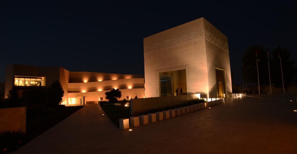 المتحف ليلا